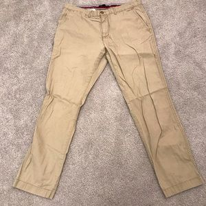 Tommy Hilfiger Men's Slim Fit Khaki Chinos